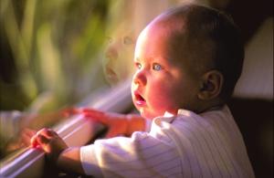 Niño en ventana de pvc Kömmerling